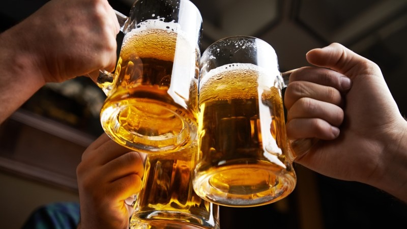 La cerveza tenía establecido un esquema mixto por el cual se pagaba entre S/ 1.52 y S/ 1.68 por litro, o un 35% por el precio de venta. Ahora se pagará un impuesto fijo de S/ 2.25 por cada litro.