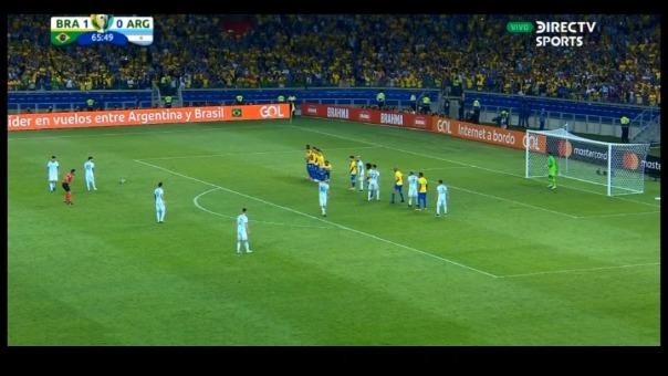 Lionel Messi perdió esta oportunidad para equiparar el marcador contra la Selección de Brasil.