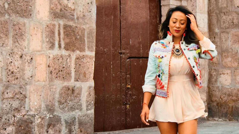La productora Cathy Sáenz, la popular Mamacha, demostrará sus habilidades en el baile. En el 2016, ella apoyó en la pista de baile a un concursante de