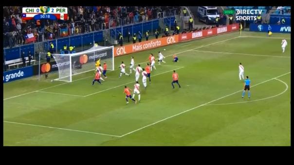 Chile casi marca el descuento en el Perú vs. Chile y el balón estrelló en palo derecho del arco que defiende Pedro Gallese.