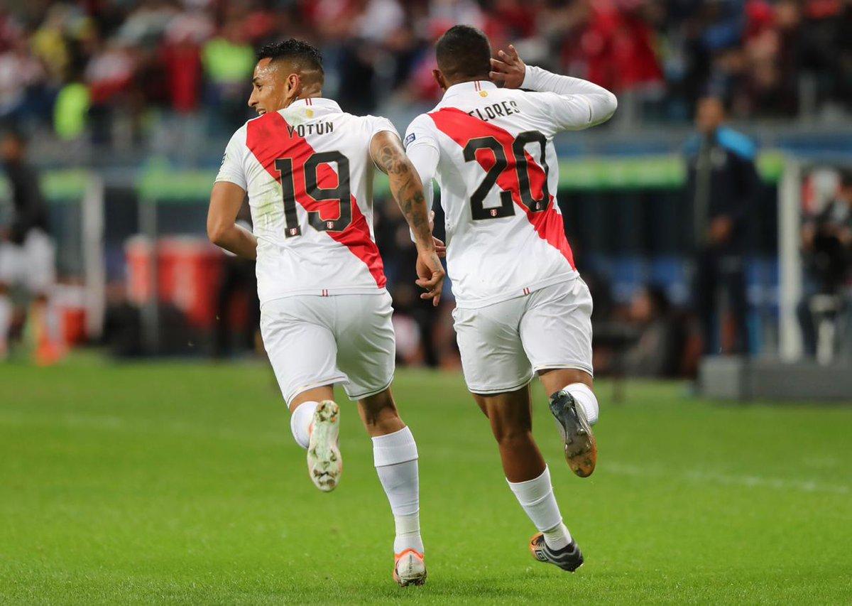 4) Edison Flores anotó su 13º gol con Perú, todos ellos con Ricardo Gareca como entrenador; es el segundo jugador con más goles desde que el argentino asumió en la selección Incaica (17 Paolo Guerrero).