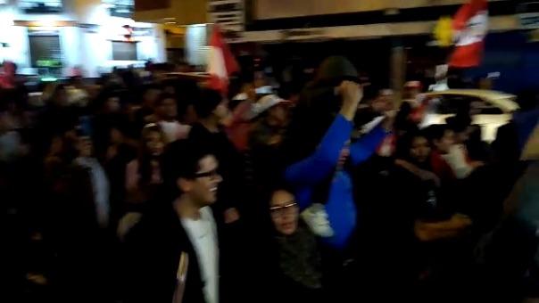 En Huancayo (Junín) los hinchas recorrieron las principales avenidas de la ciudad para celebrar el triunfo peruano.