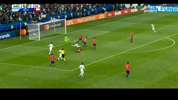 Esta fue la doble atajada con la que Gabriel Arias evitó que la Selección Argentina anote su tercer gol.