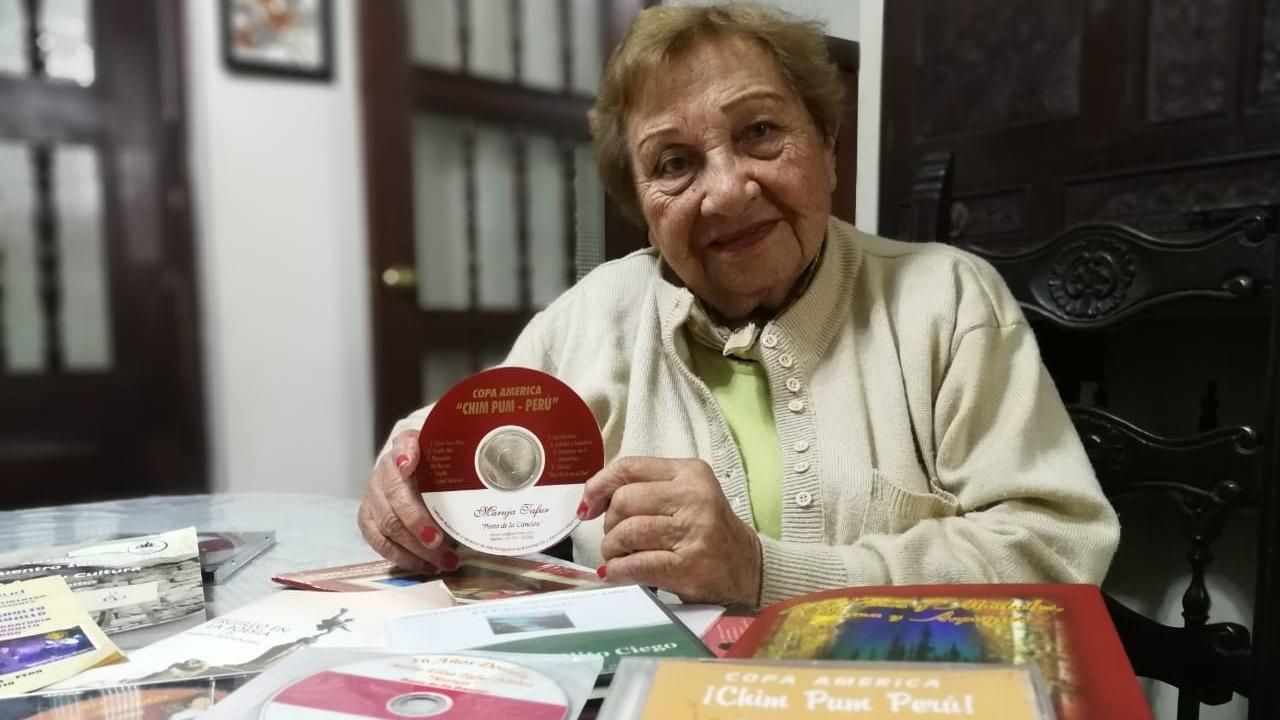 Maruja Tafur es compositora, cantante, poetisa, autora y directora de teatro.