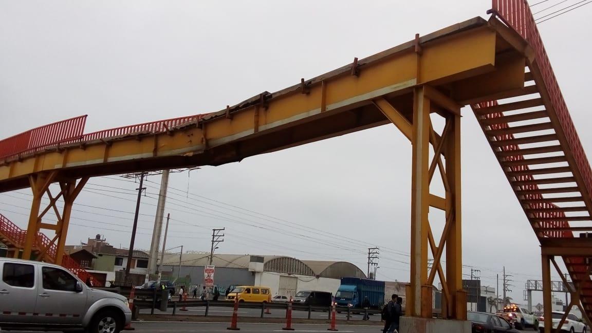 El puente resultó afectado por un choque de camión.