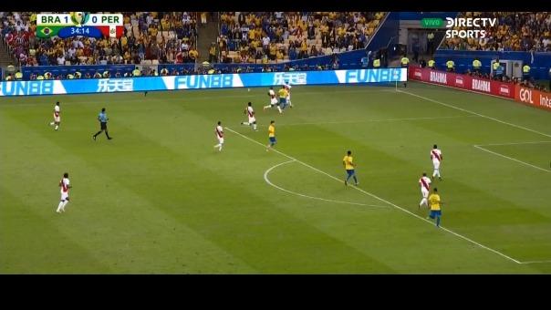 Everton en su duelo ante Luis Advíncula.