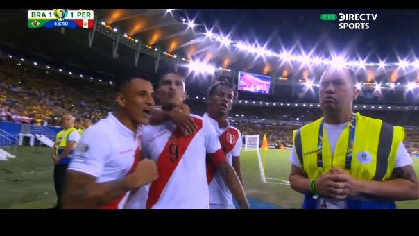 Paolo Guerrero y su curiosa celebración tras anotar en la gran final de la Copa América 2019.