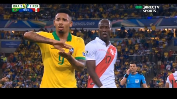 Gabriel Jesús lució muy disconforme con el cobro de Carlos Tobar en la final de la Copa América 2019.