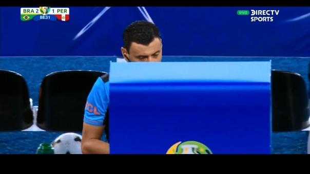 El árbitro chileno Roberto Tobar tomó una polémica decisión.