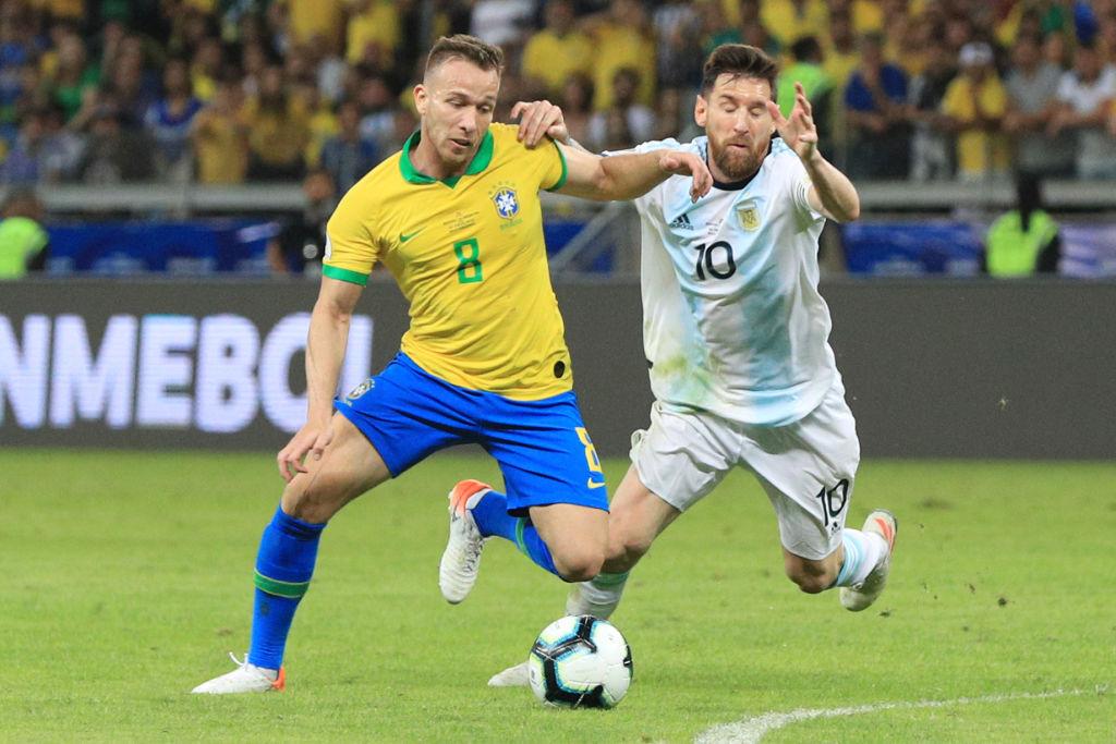6. Arthur, volante, Brasil |Fue el jugador que recibió más faltas en el torneo (19); también fue el segundo con pases acertados en campo contrario (206) y el mediocampista con más pases completos (342) en el torneo.