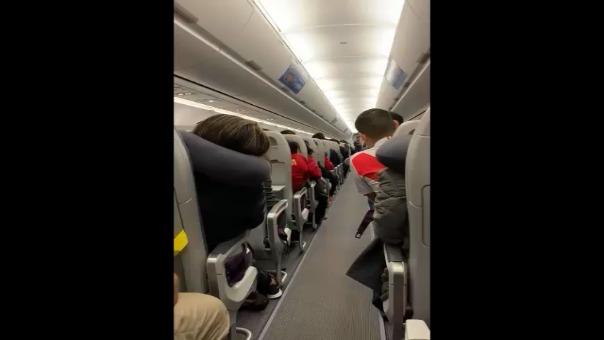 Este fue el mensaje del piloto en el viaje que llegó la Selección Peruana a Lima.