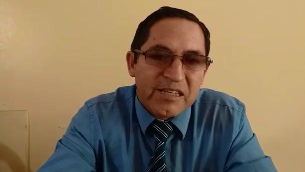 Director del colegio Manuel Burga Puelles