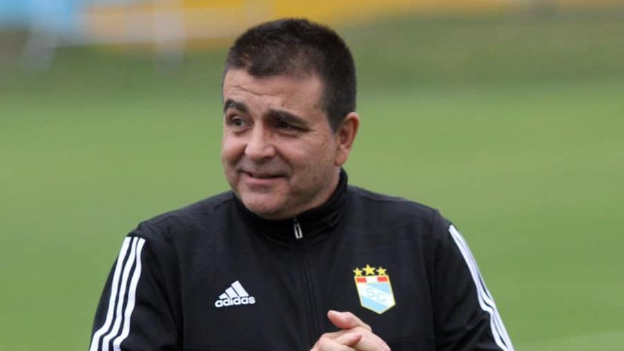 Claudio Vivas y los refuerzos para la Sudamericana: