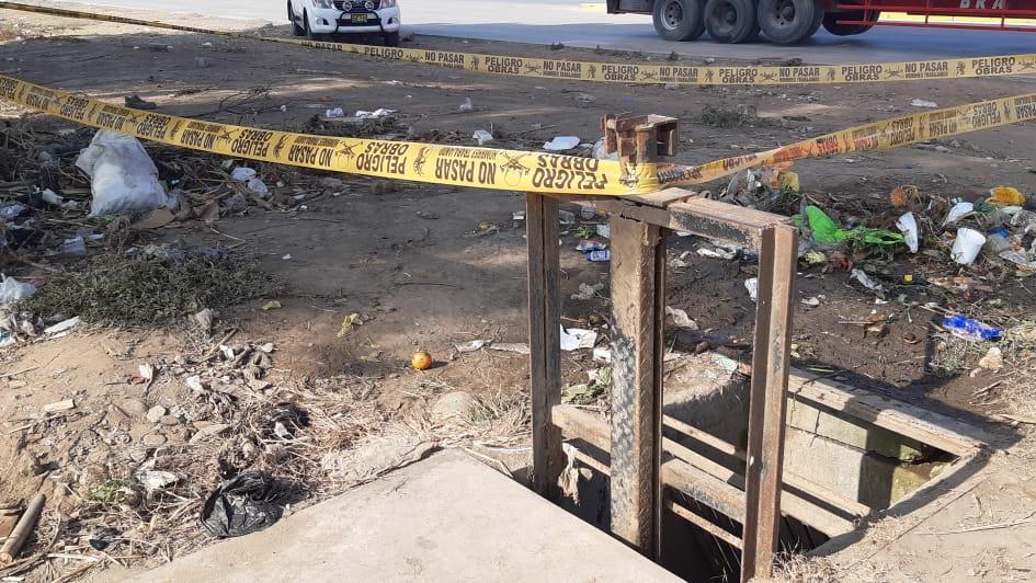 En el lugar del hallazgo se observa gran cantidad de desmonte y basura.