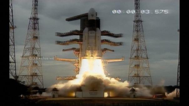 Un cohete GSLV-MkIII, el lanzador más potente de la agencia espacial india ISRO, despegó a las 14H43 (09H13 GMT) del centro de lanzamiento de Sriharikota, en el sureste de India.