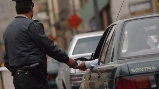La separación del policía de tránsito será evaluada por Inspectoría, afirmó el jefe de la Macro Región Policial de La Libertad, general Oscar Gonzales.