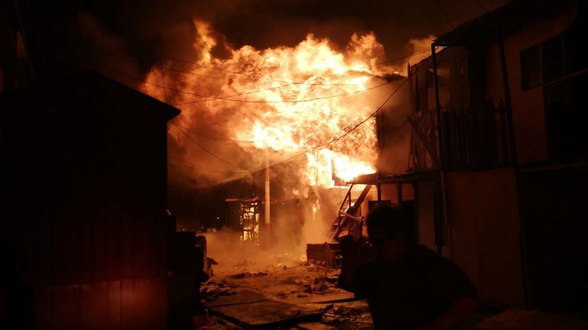 El incendio ocurrió en el asentamiento humano San Juan Bosco, en el Callao.