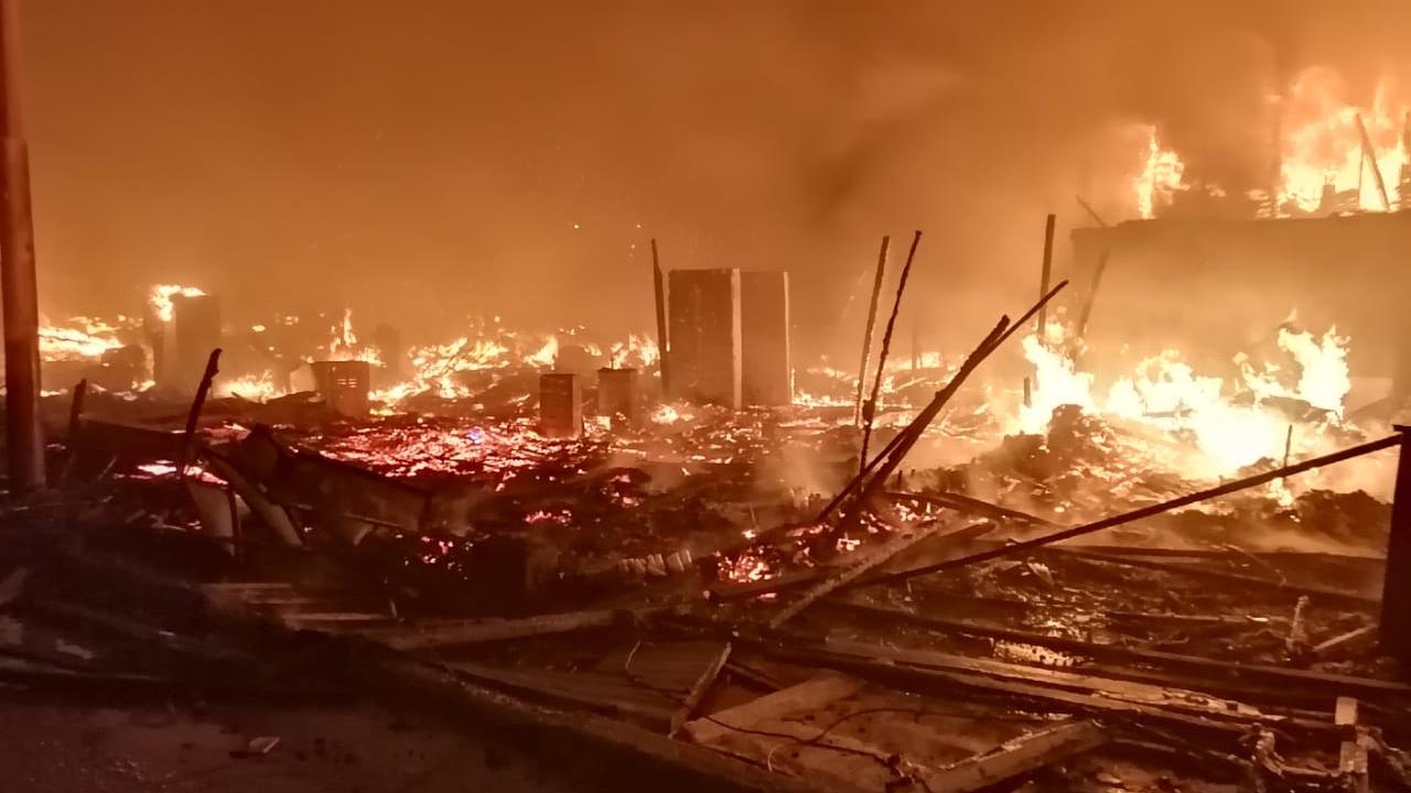 No se reportaron víctimas mortales; sin embargo, algunas personas resultaron afectadas por la inhalación de humo.