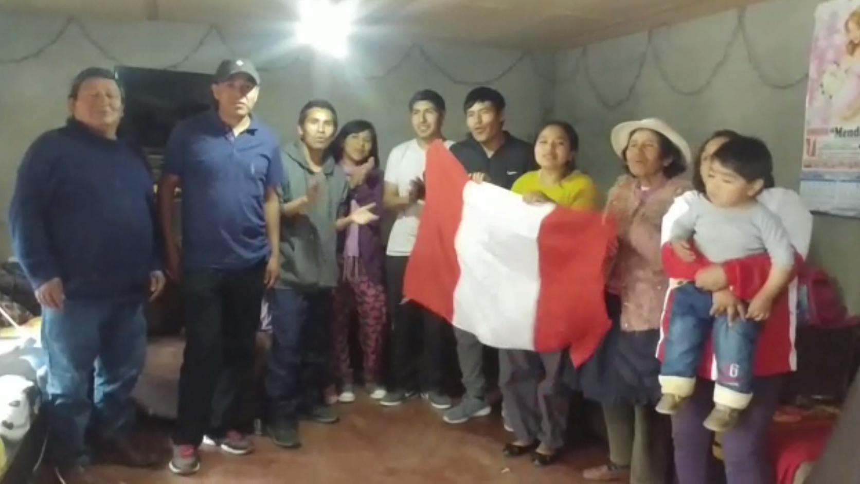 La familia de Christian Pacheco celebró el triunfo del fondista.