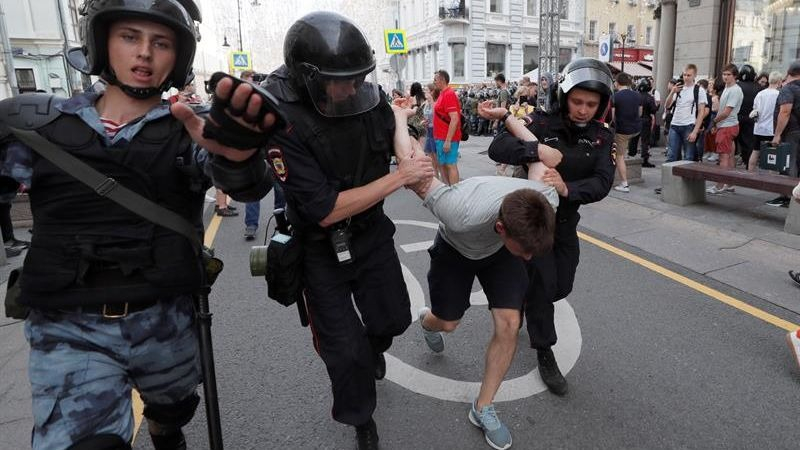 La protesta fue reprimida por todos los medios por las unidades antidisturbios.