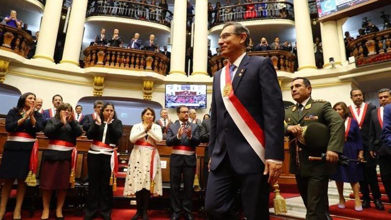 Así fue la salida de Martín Vizcarra del Congreso.