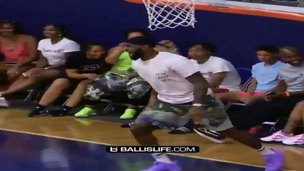Así fue la reacción de LeBron James tras la anotación de su hijo.