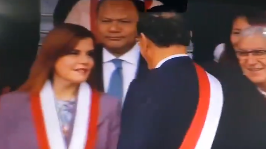 La vicepresidenta saludó al mandatario previo al inicio del evento militar y cívico.