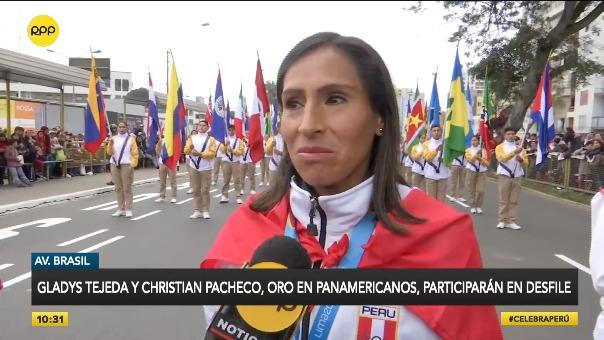 Los medallistas de oro en atletismo, Gladys Tejeda y Cristhian Pacheco previo a su desfile.