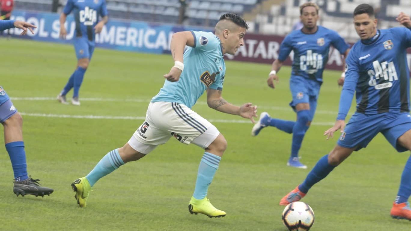 El jugador de Sporting Cristal casi marca el primer gol para los rimenses.