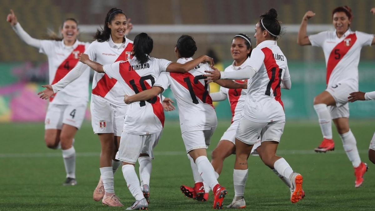 La peruana Stefani Otiniano marcó el primer gol de la bicolor.