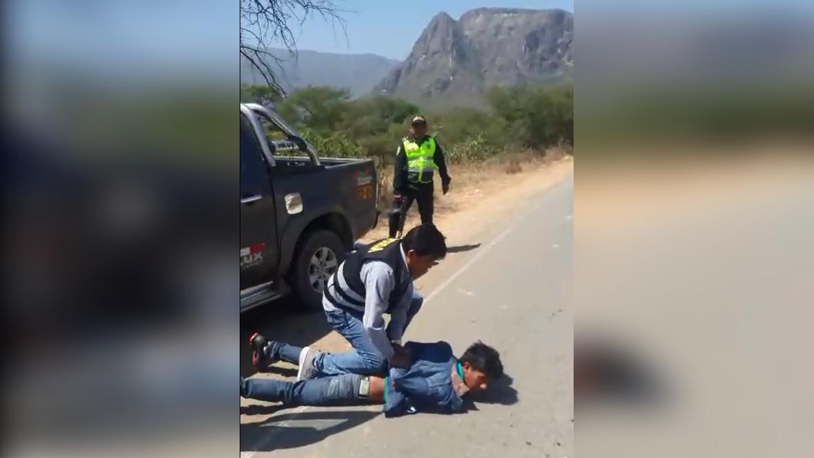 Momentos en que los delincuentes fueron capturados por la policía.