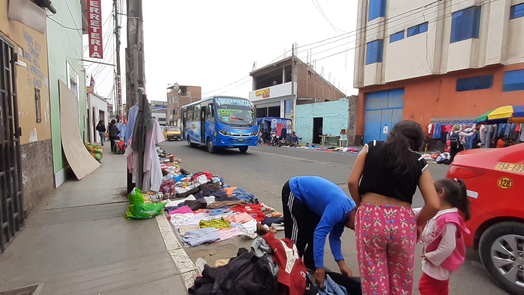 Alcalde del territorio vecinal El Molino - La Intendencia de Trujillo, Julio Ramírez, hace un llamado a las autoridades para controlar el comercio en las calles y las delincuencia.