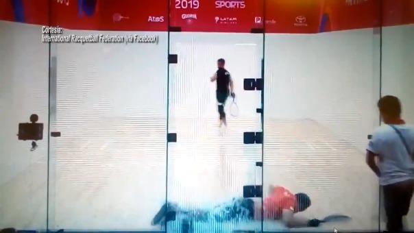Álvaro Beltrán se estrella contra cristal en la final de ráquetbol