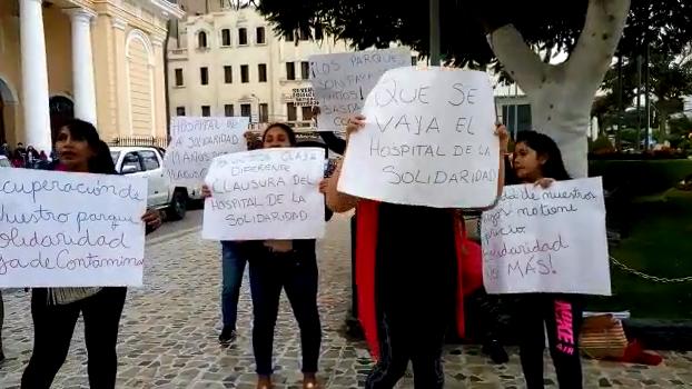 Vecinos piden salida de hospital
