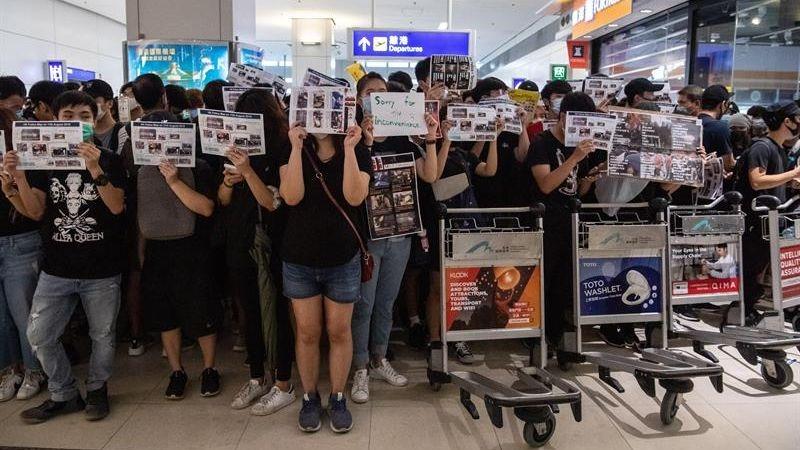 Las protestas en Hong Kong causaron la cancelación de cientos de vuelos durante los últimos dos días.