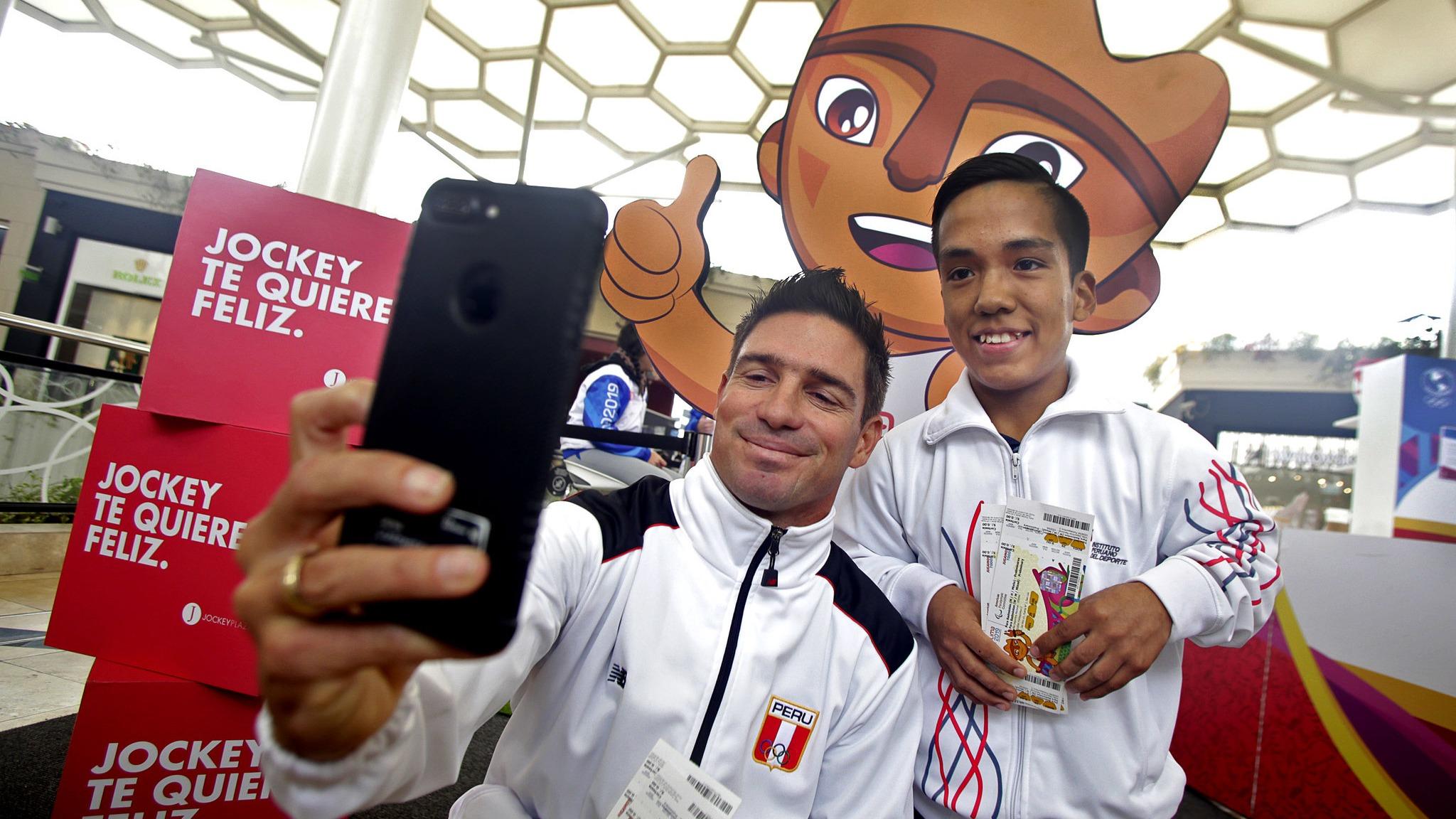 El reto que Piccolo Clemente y Jesús Salvá deberán cumplir si el badmintonista gana el oro en los Parapanamericanos