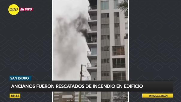Una nueve unidades de bomberos atendieron la emergencia.