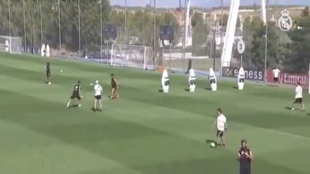 James Rodríguez y Zinedine Zidane en entrenamiento.