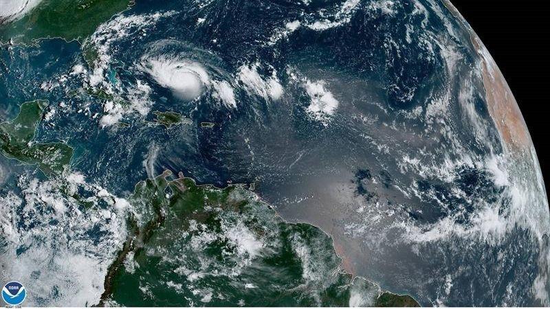 Los vientos de Dorian son sostenidos y han ganado 20 millas por hora (32 km/h) de intensidad.