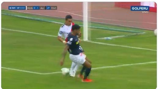 Steve Rivadeneyra impidió gol cantado de Alianza Lima