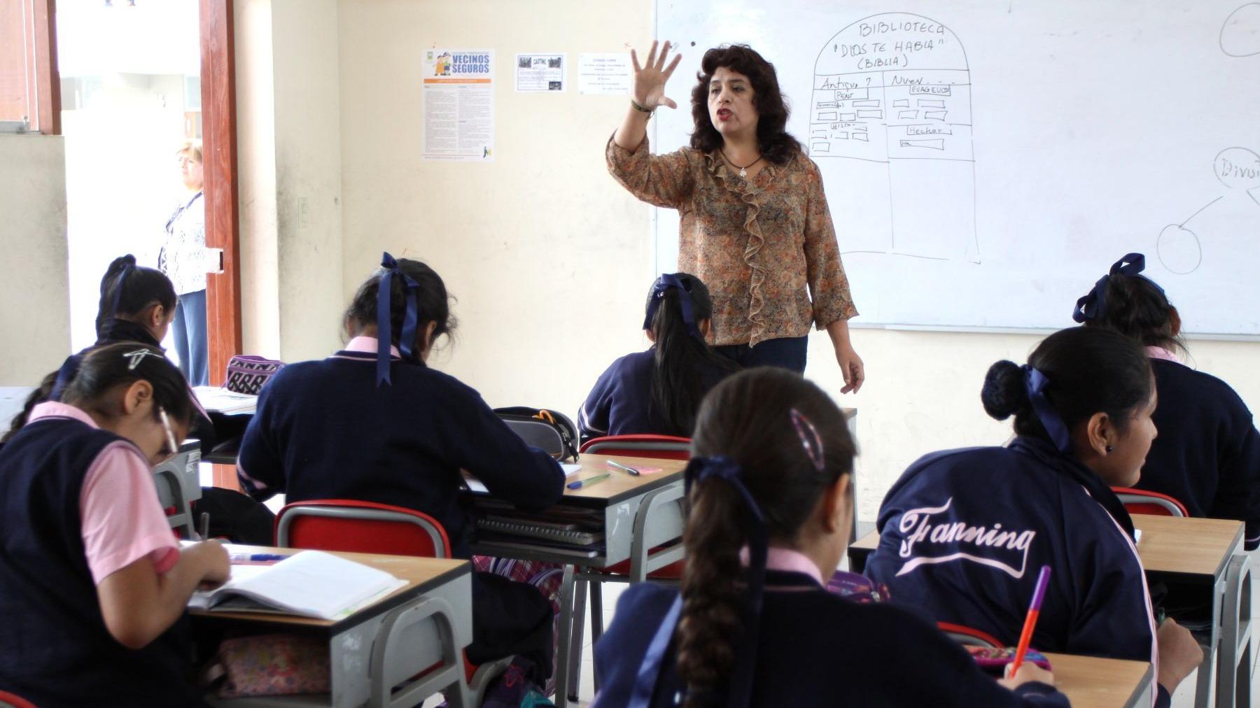 Ministro de Economía, Carlos Oliva resaltó que en los últimos dos años el sueldo de maestros aumentó S/400.