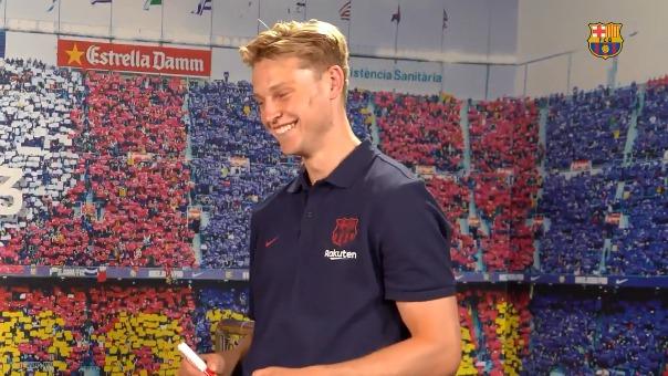 Frenkie De Jong intentó adivinar los rostros de sus compañeros en Barcelona.