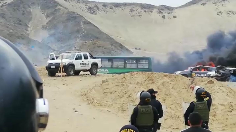 Un intento de desalojo en terrenos del proyecto Chavimochic se tornó violento.
