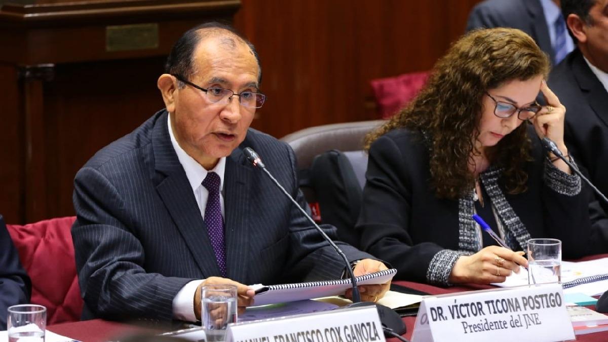 Víctor Ticona se presentó en la Comisión de Constitución.