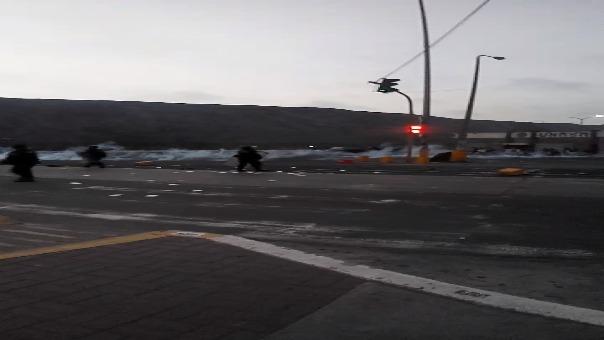 El bloqueo de la avenida Venezuela inició al promediar las 5:40 de la tarde.