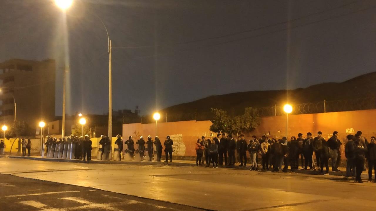 Los enfrentamiento se realizaron en la puerta N° 1 de la universidad de San Marcos.