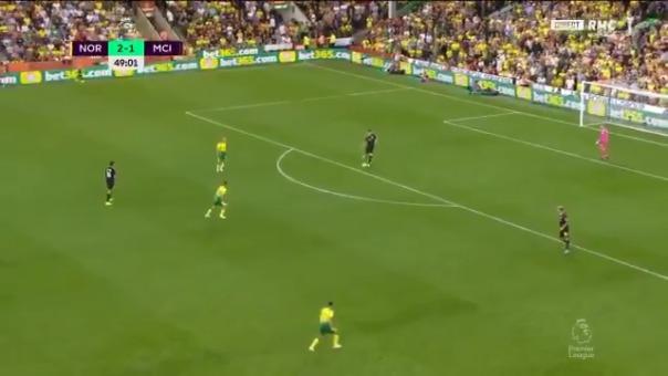Así se generó el tercer gol del Norwich City.