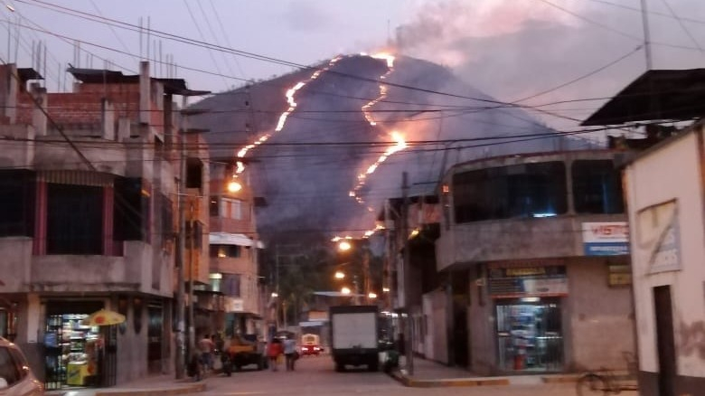 El incendio se registra en cerro Vista Alegre en la ciudad de La Merced.