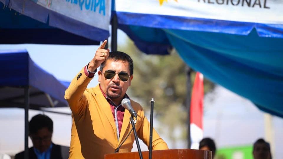 El gobernador regional, Elmer Cáceres, emplazó al presidente Vizcarra a que trabaje por el país.
