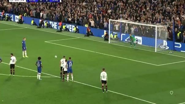 El jugador del Chelsea se falló este increíble penal.